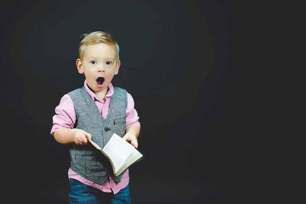 Ärzte empfehlen Vorlesen aus gedruckten Büchern statt E-Books