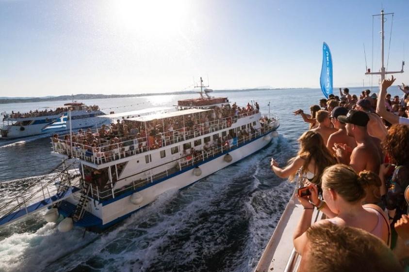 Partyboot zu Nachbarinseln